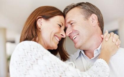 Ein vertrauensvolles Verhältnis zum Partner ist wichtig, wenn im Liebesleben Probleme auftauchen.