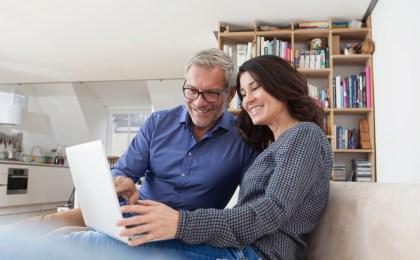 Ein frühzeitiger Rentencheck kann helfen, den Ruhestand von finanziellen Sorgen unbelastet zu genießen.