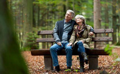Ein Besuch im Wald oder am Baumgrab hilft dabei, die Trauer über den Verlust eines Verstorbenen zu verarbeiten.