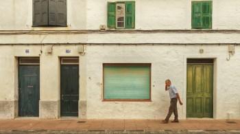 Bei einer Immobilien-Leibrente verkaufen Senioren zwar ihr Haus oder ihre Wohnung, behalten aber das lebenslange Wohnrecht und bekommen eine monatliche Rente.