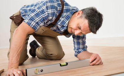 Berufliche Tätigkeiten die mit langem Hocken oder Knien einhergehen, können die Entstehung von Arthrose begünstigen