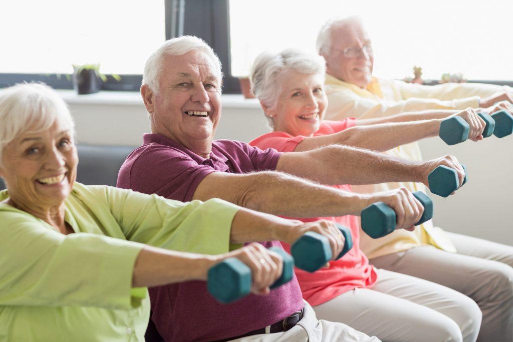 Ran an die Gewichte: Kräftige Muskeln können die Lebensqualität verbessern und Stürze verhindern.