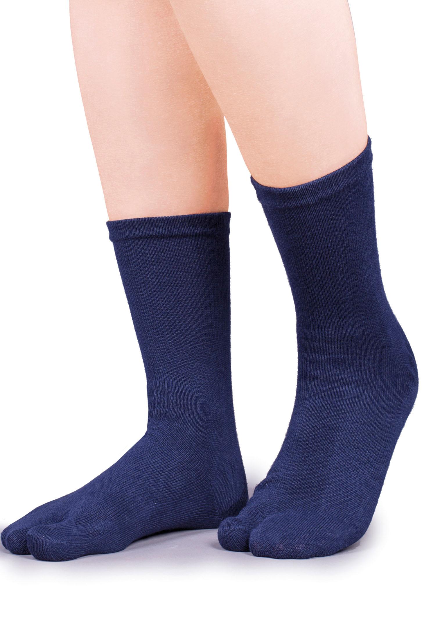 Durch Socken mit einer Taping-Funktion lassen sich die Beschwerden oft deutlich lindern.