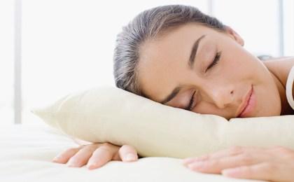 Wer nachts nicht stark schwitzt, schläft deutlich ruhiger.