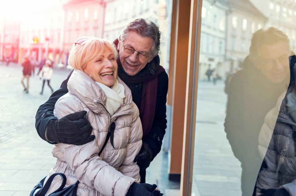 Menschen über 60 sollten besonders gut auf sich und ihre Gesundheit achten - eine Grippeschutzimpfung gehört dazu.