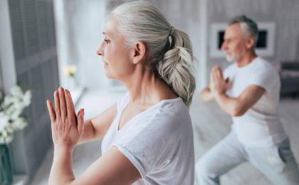 Moderne Senioren brauchen starke Nerven. Entspannungstechniken, ein geregelter Tageslauf und Heilpflanzen können ausgleichend wirken.