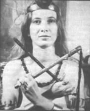 De Hogepriesteres en haar uitrusting (Janet Farrar).  De heks wil aan de maatschappij de verloren 'vrouwelijke' elementen teruggeven: de kracht van de droom, van gevoel, intuïtie en magie.