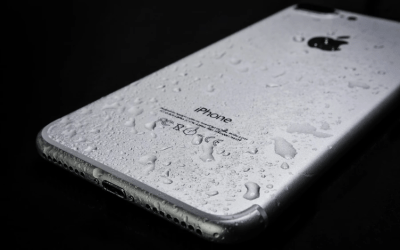 Here's How to Dry Out Your Phone (the Right Way!)