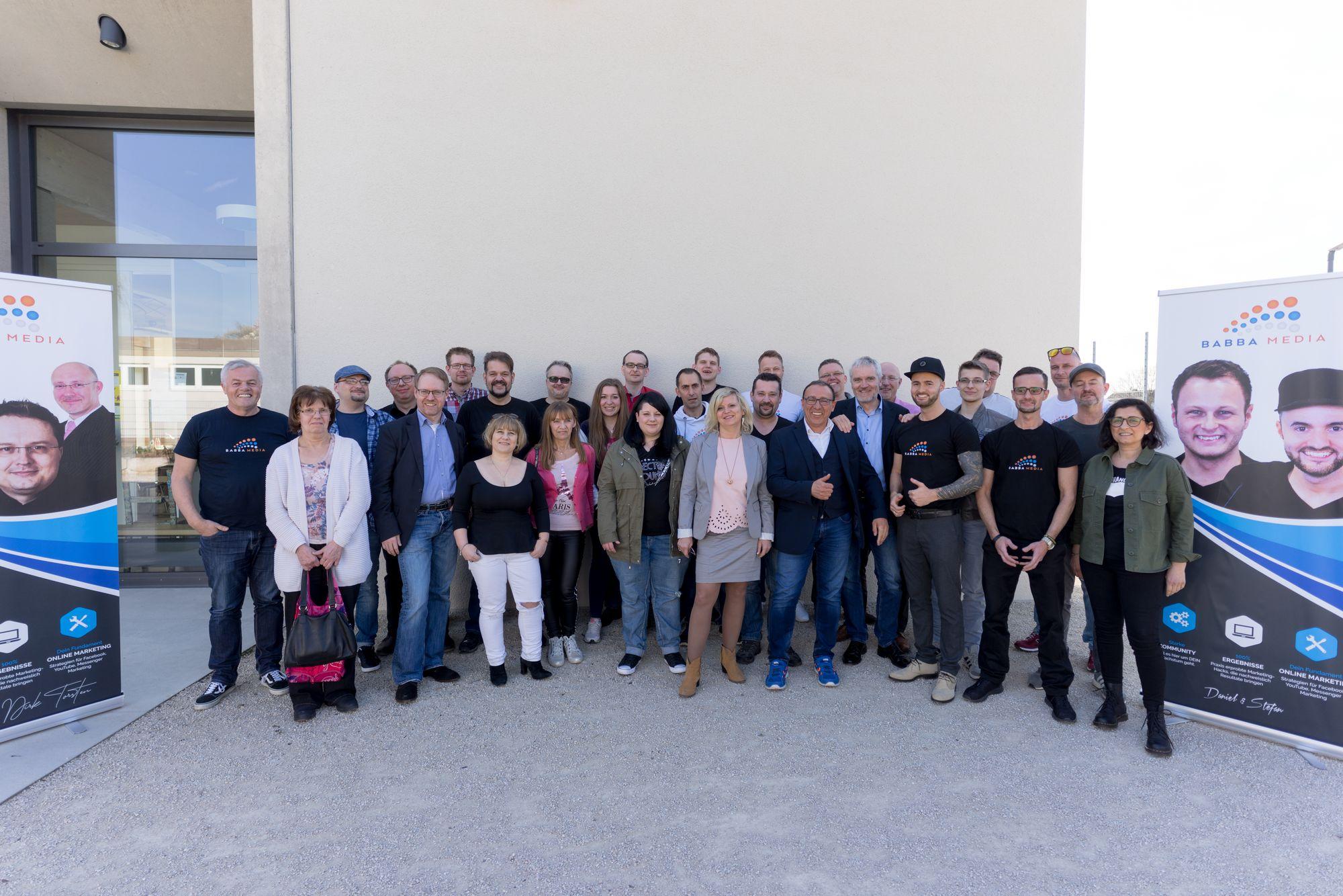 Gruppenbild der Teilnehmer und Sprecher auf dem Babba Business Day 2019 in Großostheim