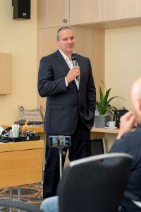 Erick Salgado (CEO Builderall) als Sprecher auf dem Builderall Everest 2018 in Nürnberg (Germany)