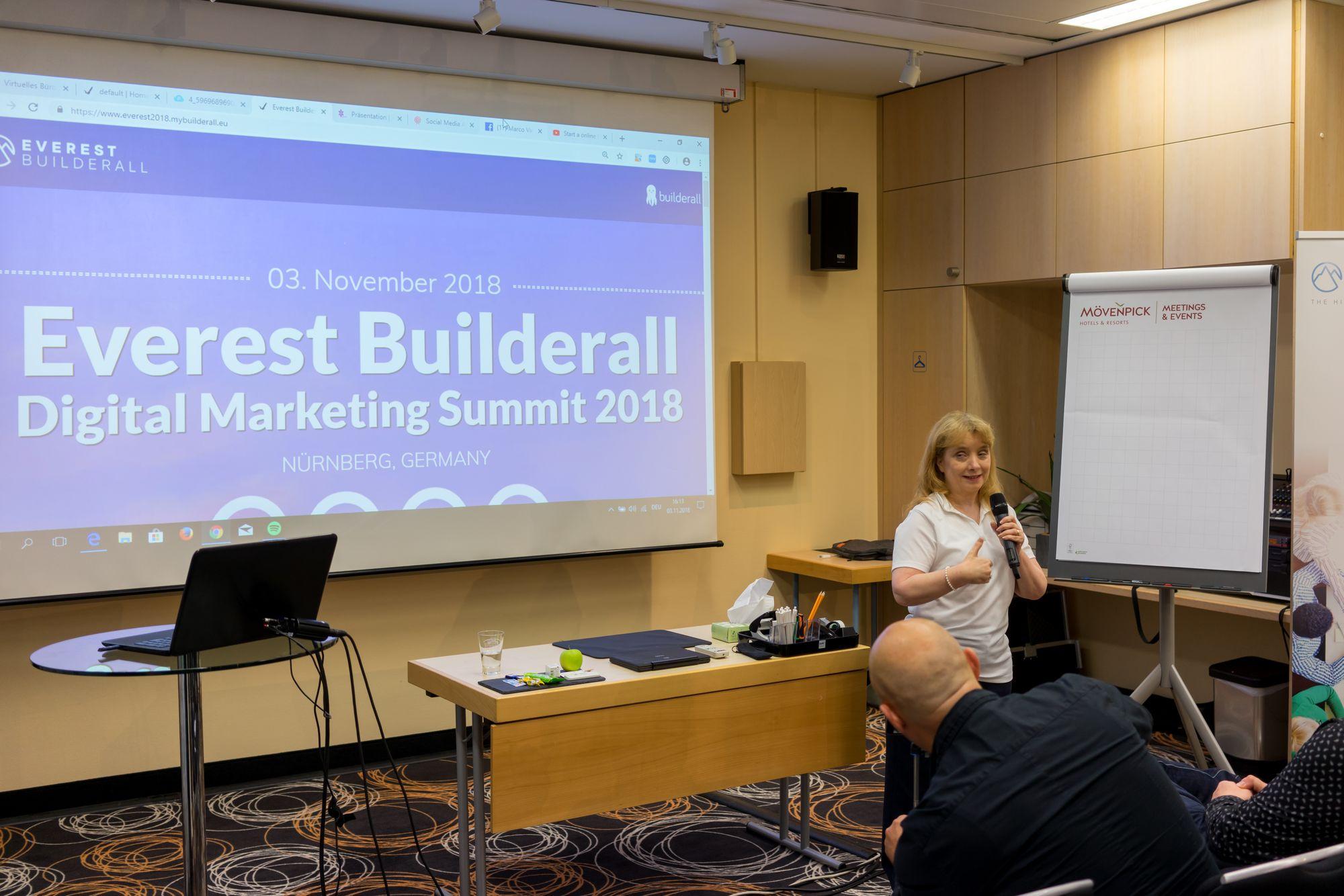 Shelly Turner (Builderall Diva) als Sprecher auf dem Builderall Everest 2018 in Nürnberg (Germany)