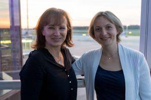 Monika Pavona und Solveig Berg auf der Terrasse des Terminal90 im Flughafen Nürnberg auf dem Builderall Everest 2019 in Nürnberg (Germany)