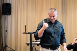 Erick Salgado (CEO Builderall) als Sprecher auf dem Builderall Everest 2019 in Nürnberg (Germany)