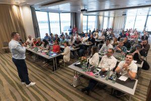 Marco Vantroba mit Veranstaltungsraum des Builderall Everest 2019 in Nürnberg (Germany)