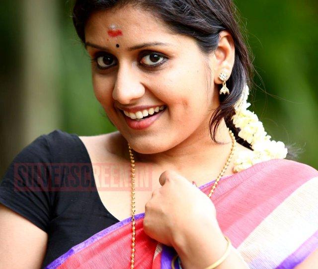 Malayalam Actress Karthika Navel In Black Cat