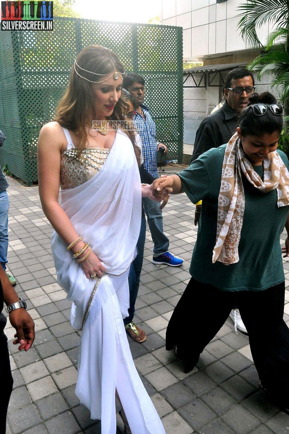 Lucy Pinders Bollywood Movie  Warrior Savitri Launch Photos  Silverscreenin