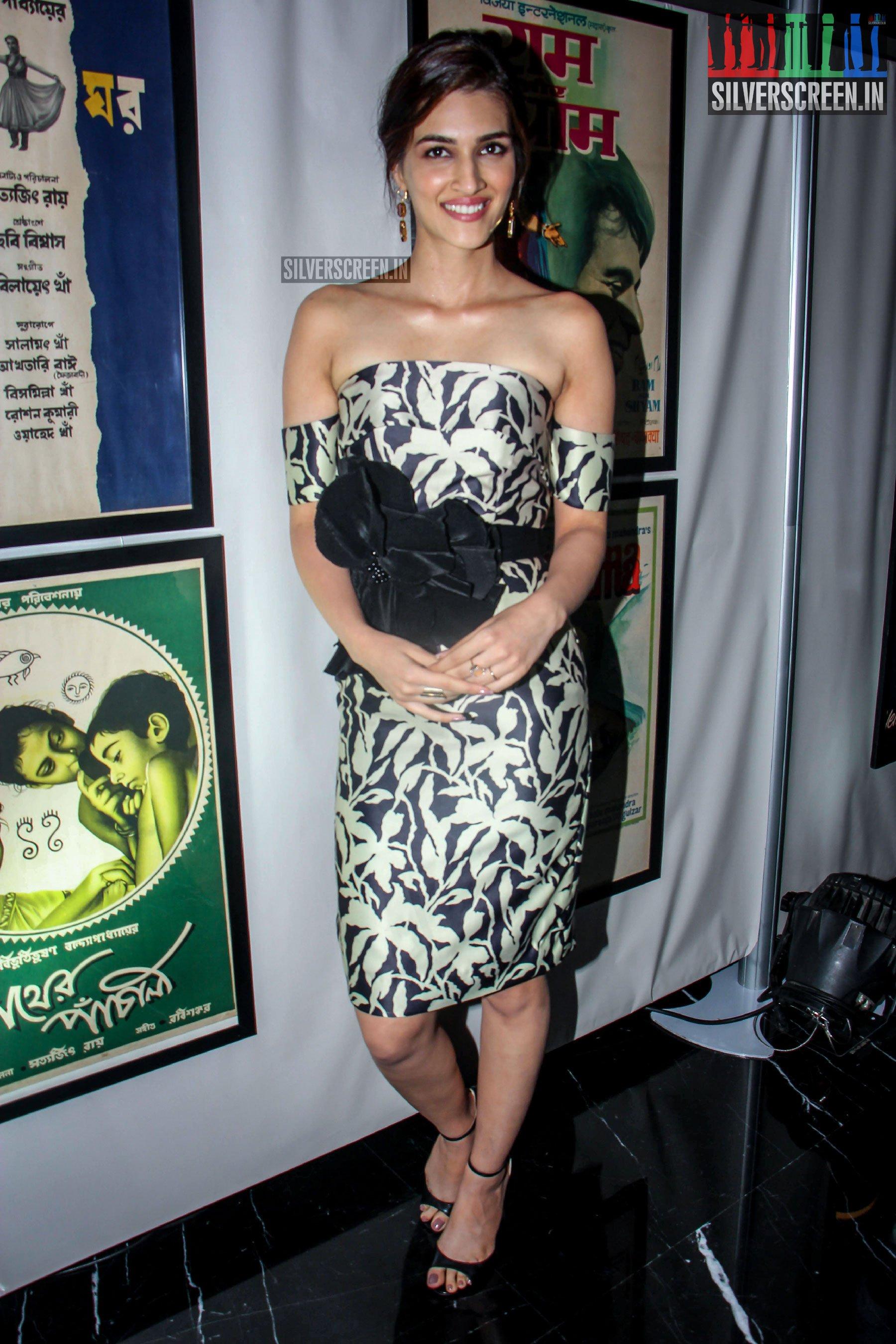 Varun Dhawan Kriti Sanon  Others At The IIFA Press Meet