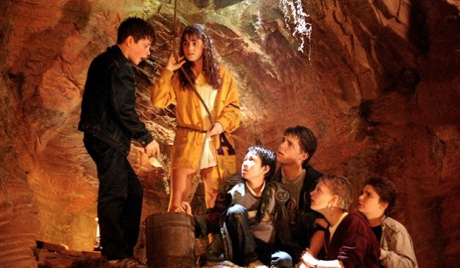 sean-astin,-corey-feldman,-martha-plimpton,-josh-brolin,-kerri-green,-and-jonathan-ke-quan-in-the-goonies-(1985)-large-picture