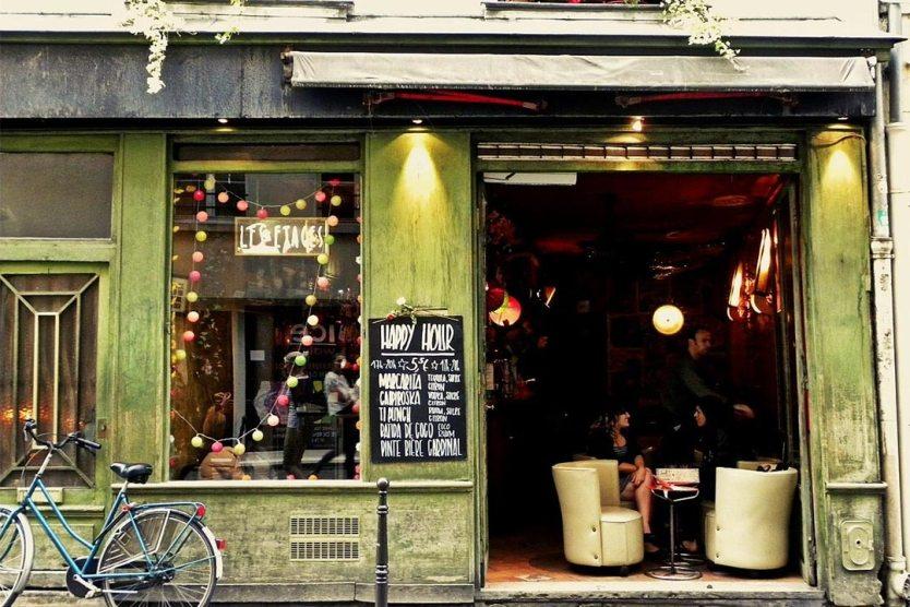Les Etages Bar In Paris