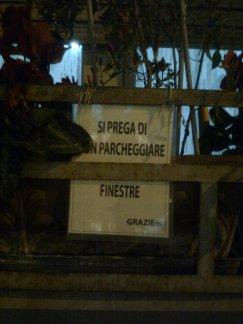 roma, ± porta portese, si prega di non parcheggiare finestre