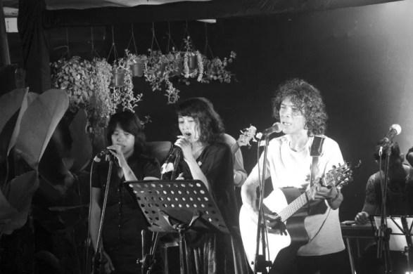 Ki-ka Jane Christina, Rahma Savitri, Ari Malibu di Ruang Putih, Bandung, 18 Desember 2016. (Foto Silvia Galikano)