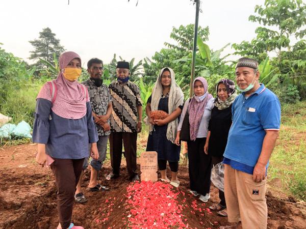 Pemakaman mama, nadra hanum, TPU Jatisari 2