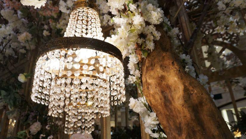 crystal-chandelier-2377316_1920