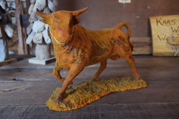 SW-148 gietijzeren beeld van een stier