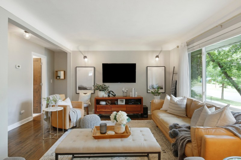 1950's Open living room, scandinavian rustic modern style, 1950's home renovation / Sima Spaces