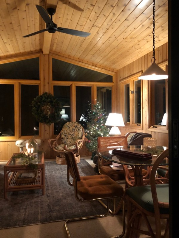 A work in progress: a cozy evening in the porch / Sima Spaces