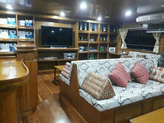 lounge-area-sawasdee-fasai-luxury-thailand-lievaboard