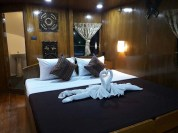 master-double-cabin-sawasdee-fasai-luxury-similan-diving-liveaboard-with-en-suite-bathrooms-and-free-wifi
