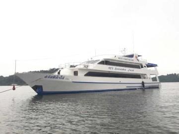 sawasdee-fasai-luxury-thailand-lievaboard-frontal-port-side