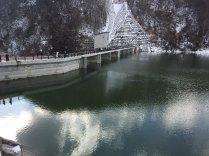 浅川ダム 2017年1月4日 前日に満水となりダム上部が一般公開された