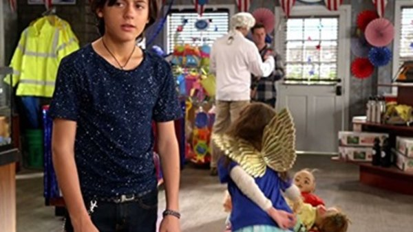 Stuck in the Middle Season 1 Episode 13