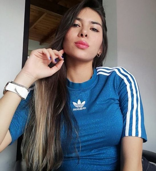 This Rich Sugar Mummy In USA Phone Number Is Available- Get Connected Now