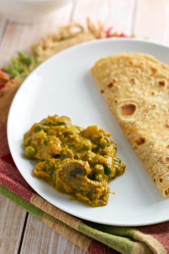 Make restaurant style Matar Mushroom Gravy at home!