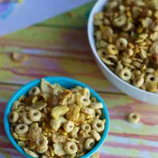 Turn your leftover Cornflakes into a snack that your kids will love to munch on during a road trip or after school.