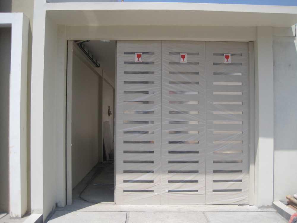 Desain Pintu Garasi Rumah Minimalis Unik Terbaru