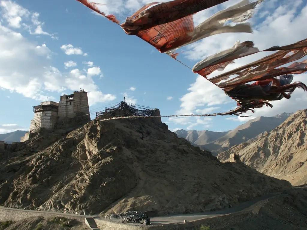 gebetsflaggen-tsemo-gompa-leh-ladakh