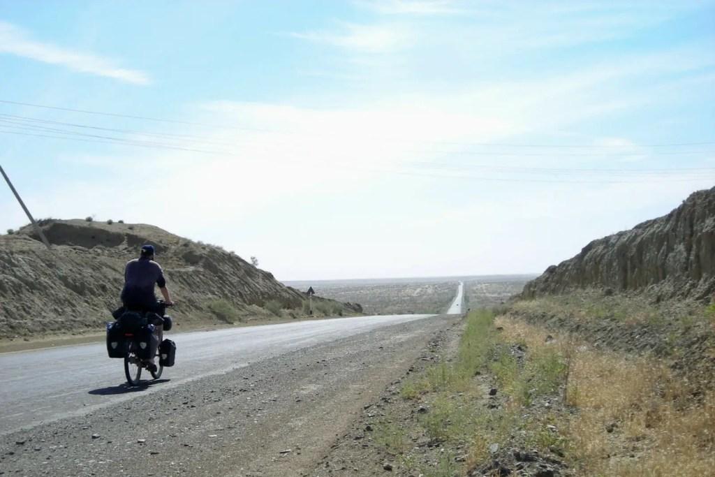 Fahrrad-Karakum-Wueste-West-Usbekiststan