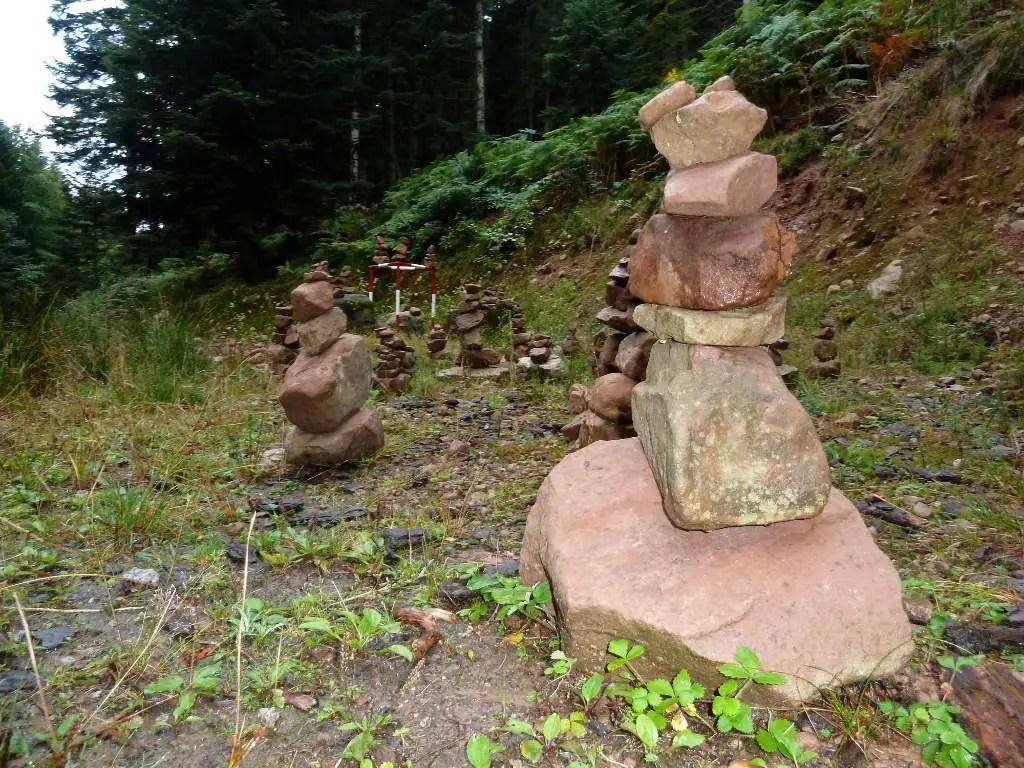 westweg-gestapelte-steine