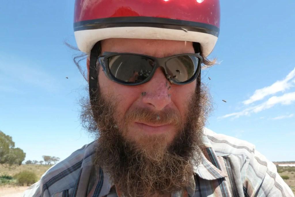Andreas-Simon-Australien-Outback-Helm-Fliegen