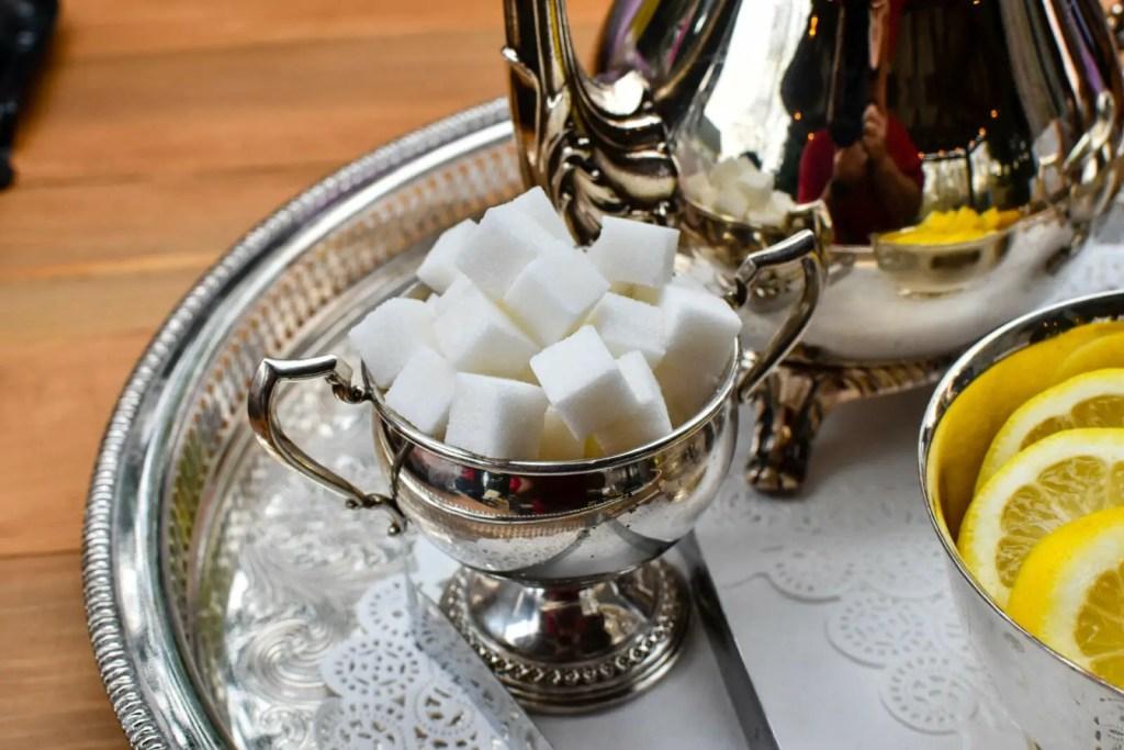 #lowcarb-zuckerersatz-zuckerwuerfel-auf-tablett-1920x1280