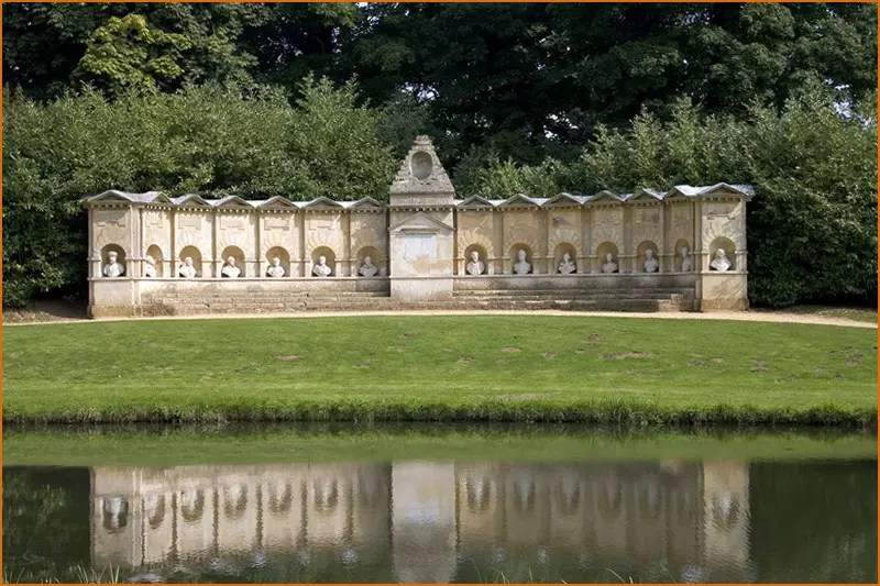 Magician Buckinghamshire - Stowe Gardens in Bucks