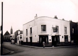 Easton Road, Paxton Arms, demolished late 1960's.