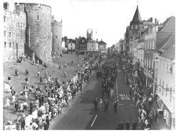 Queen Elizabeth on Windsor walkabout 1960