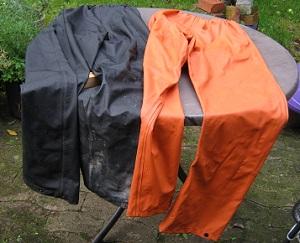 Welche der beiden Hosen ist wohl häufiger im Einsatz?