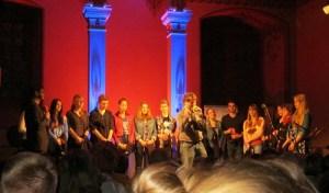 Poetry-Slam Schüler auf der Bühne