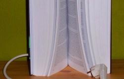 Was wohl passiert, wenn ich dieses Buch anschließe?